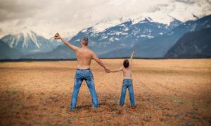padre figlio montagne campo