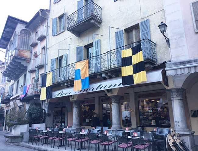 piazza mercato bandiere carnevale